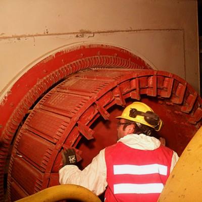 Servicio en terreno de mantenimiento de motor de molino de bolas